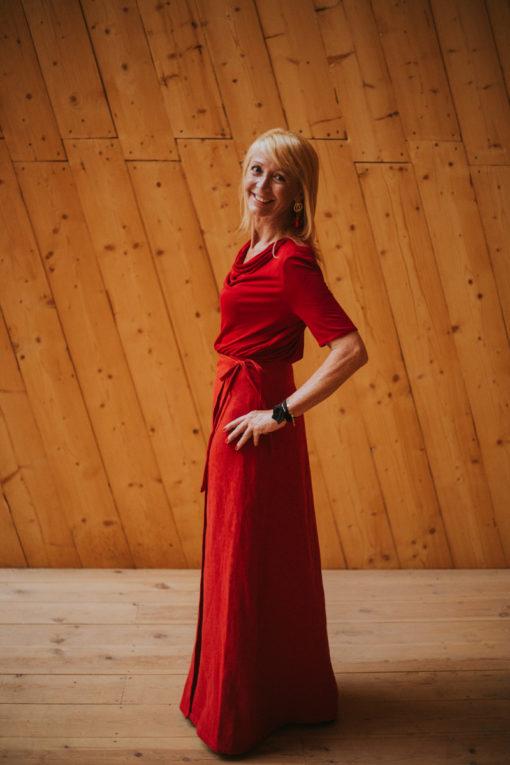 P-Rojo-Maldita-María-falda-pareo-cañamo-rojo-de-lado